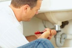 Devenir plombier: le DEP, un incontournable