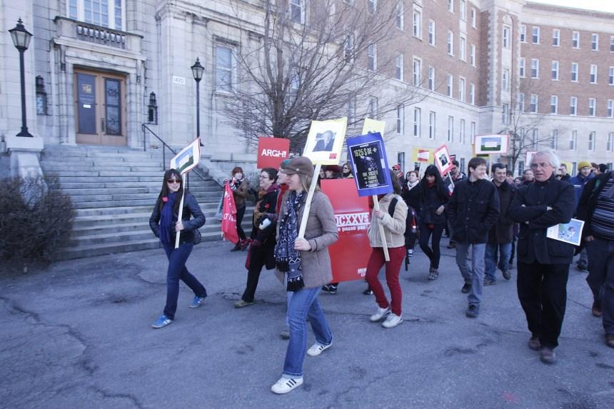 Des étudiants dénoncent la revente du 1420 Mont-Royal