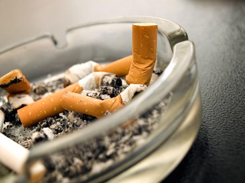 La fumée secondaire serait plus nocive pour les tout-petits qu'on l'avait pensé