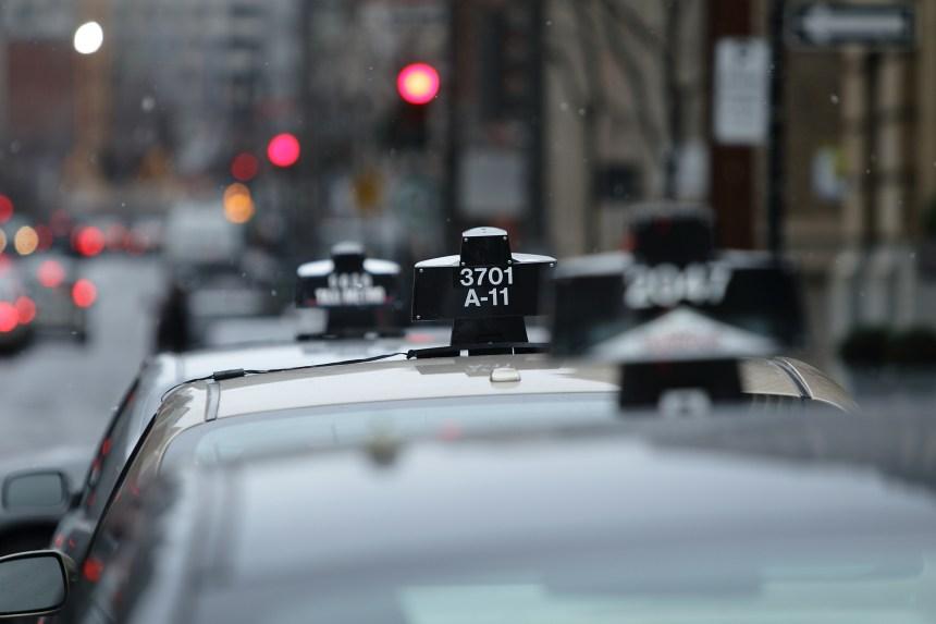 Les chauffeurs de taxi montréalais menacent de retenir leurs taxes