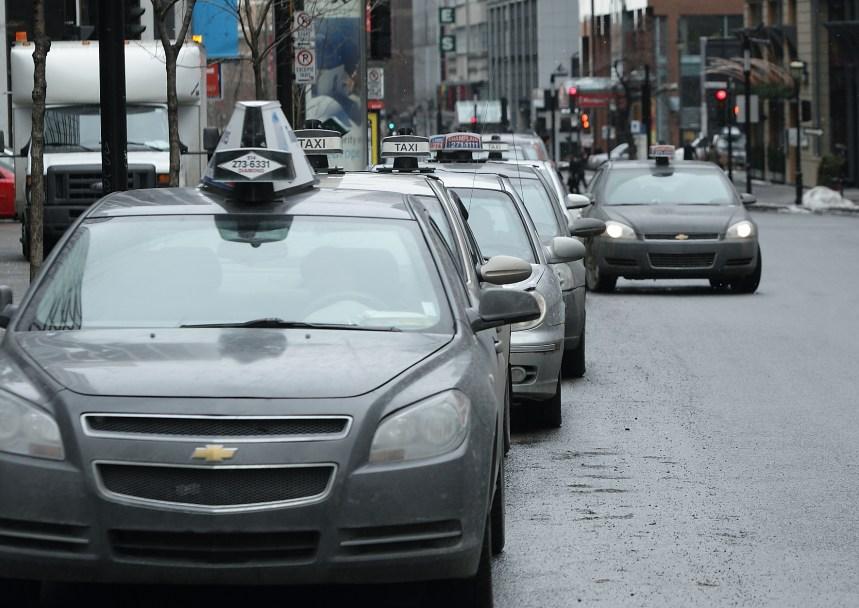 Couillard ouvert à l'idée d'encadrer UberX