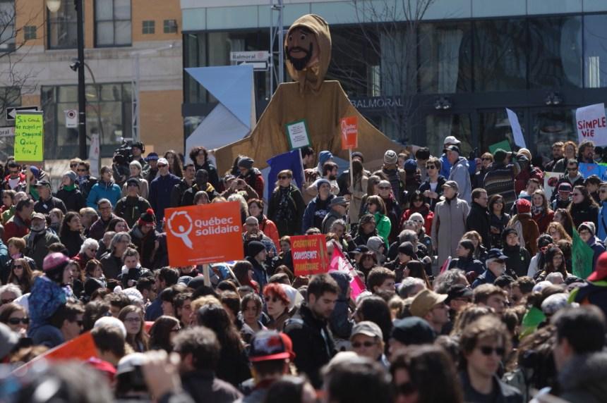 En photos : la marche du jour de la Terre à Montréal