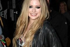 Après avoir frôlé la mort, la chanteuse canadienne Avril Lavigne revient