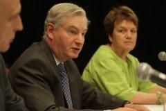Québec accorde un délai à la Commission Ménard