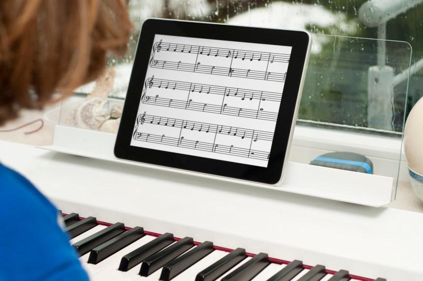 Jouer du piano pour mieux apprendre à lire et à compter