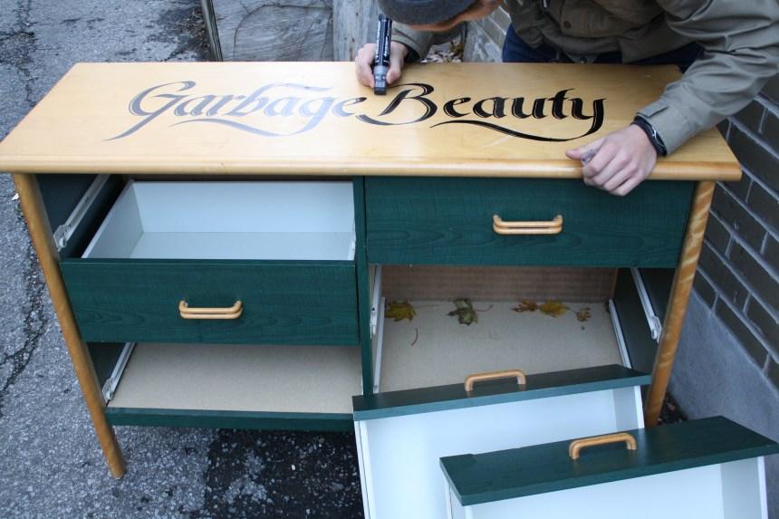 Garbage Beauty: l'âme des meubles abandonnés