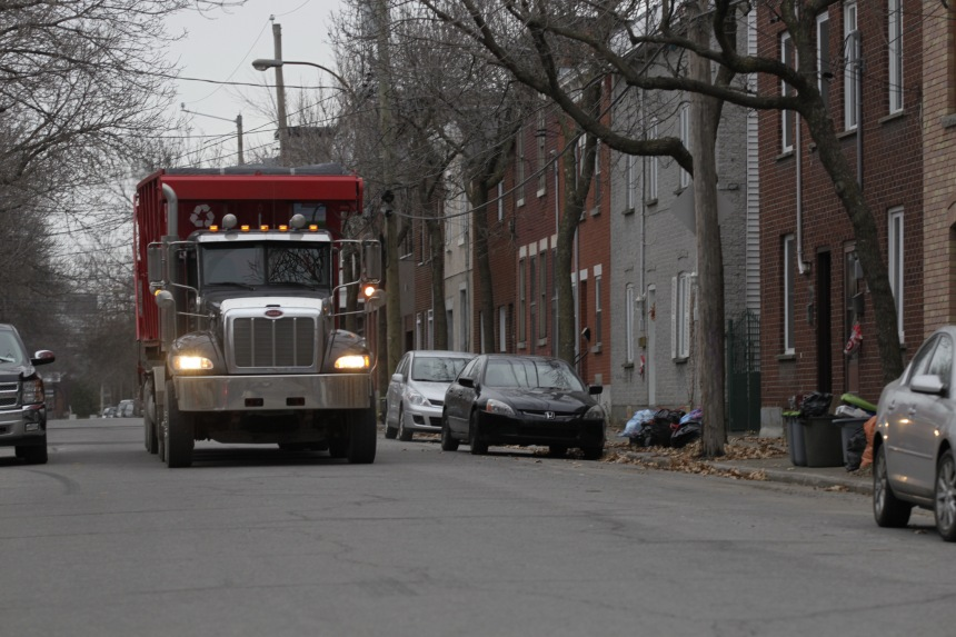 Pointe-Saint-Charles: des citoyens s'interposent devant des camions indésirables