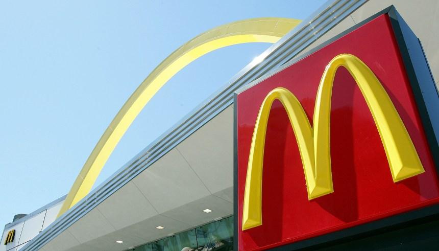 Un employé de McDonald's testé positif à la COVID-19 à Montréal