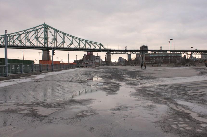 Le deuxième village éphémère au pied du pont Jacques-Cartier