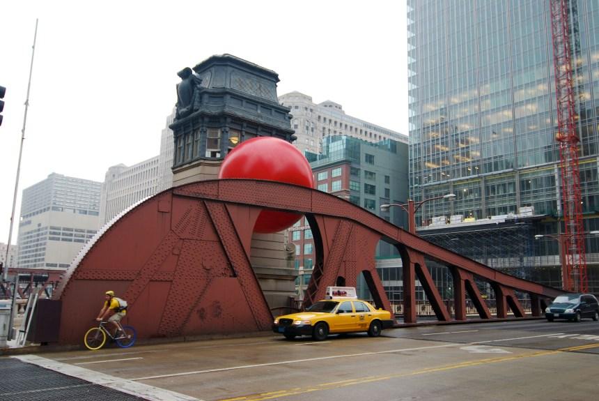 Le gros ballon rouge s'amène à Montréal