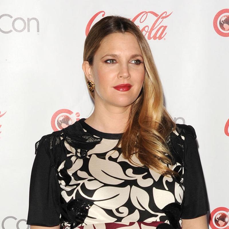 Entretien contesté avec Drew Barrymore: l'éditeur d'EgyptAir s'excuse