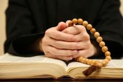 Prêtre de Montréal soupçonné de crime sexuel: victimes présumées recherchées
