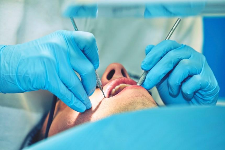 Accessibilité: demande pour élargir la couverture publique des soins dentaires