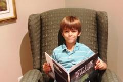 À 8 ans, il écrit son premier livre et ira à l'université