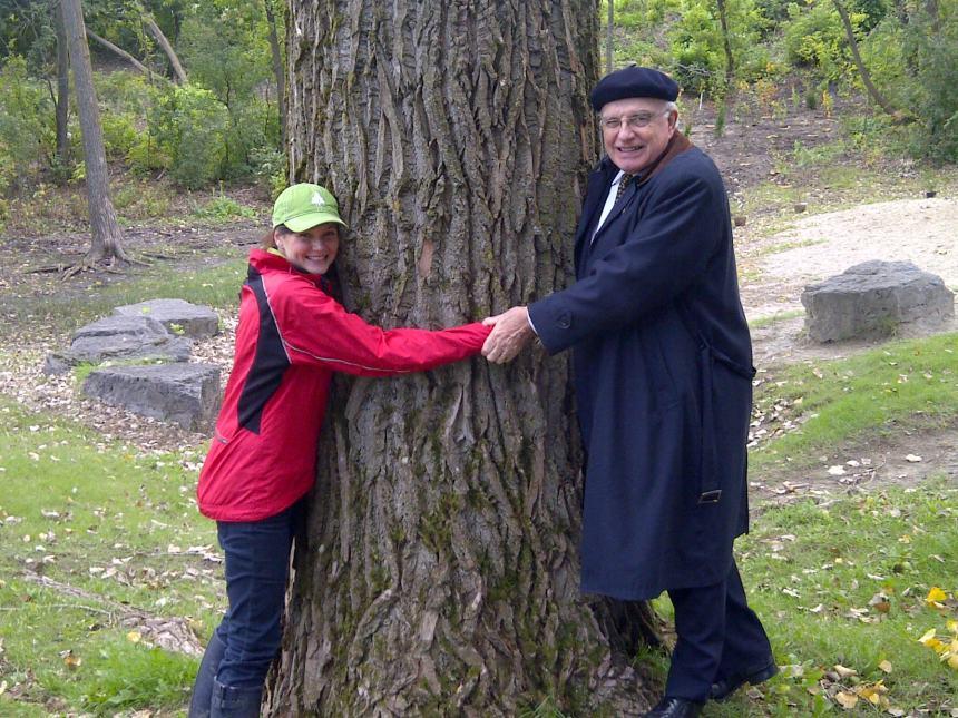 Record Guinness: les Montréalais conviés à embrasser un arbre