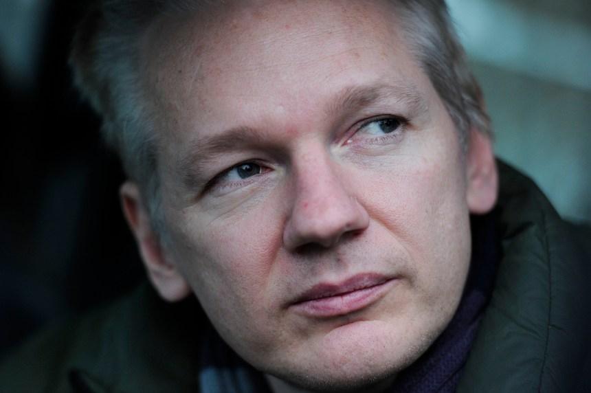 Julian Assange: de l'asile politique à la prison