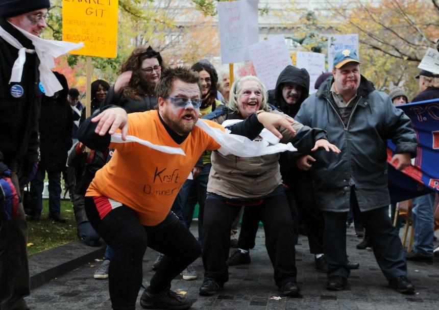 Des zombies pour protester contre les délais à la Régie du logement
