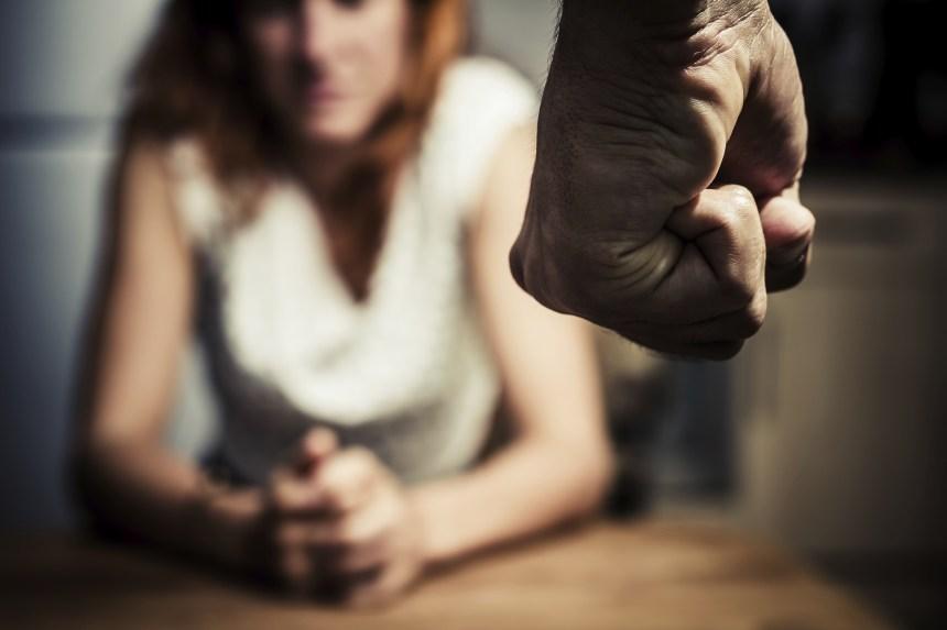 Autant d'hommes que de femmes seraient victimes de violence conjugale