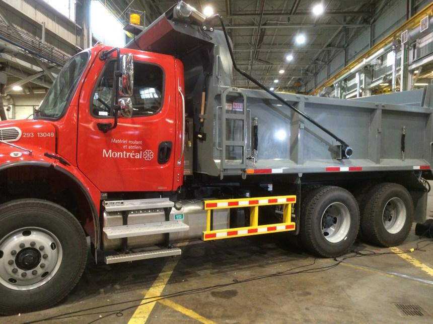 Des barres latérales pour les camions des fournisseurs de la Ville réclamées