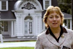 Coronavirus: la mairesse de Baie-D'Urfé annonce sa démission