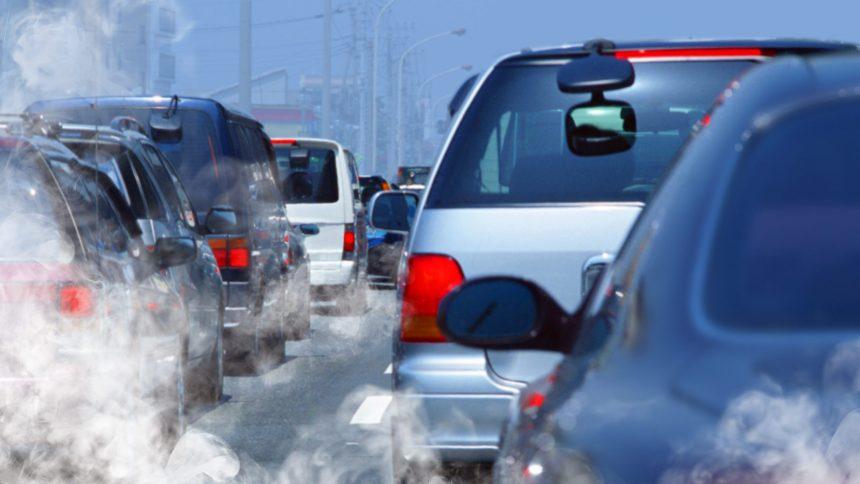 Québec sommé d'implanter une taxe sur les voitures polluantes
