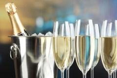 Comment servir le champagne ou le vin mousseux?