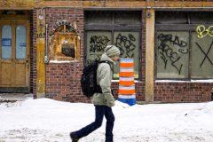 Locaux vacants: la Chambre de commerce veut plus de places de stationnement à Montréal