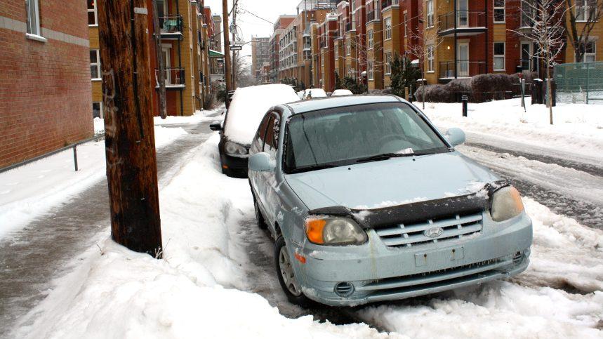Des experts recommandent à Montréal de réduire le nombre de stationnements et d'élargir la tarification