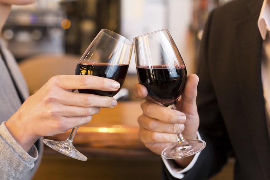 Expérience Facebook: «Une étude démontre que boire 4 verres de vin par jour aide à maigrir»