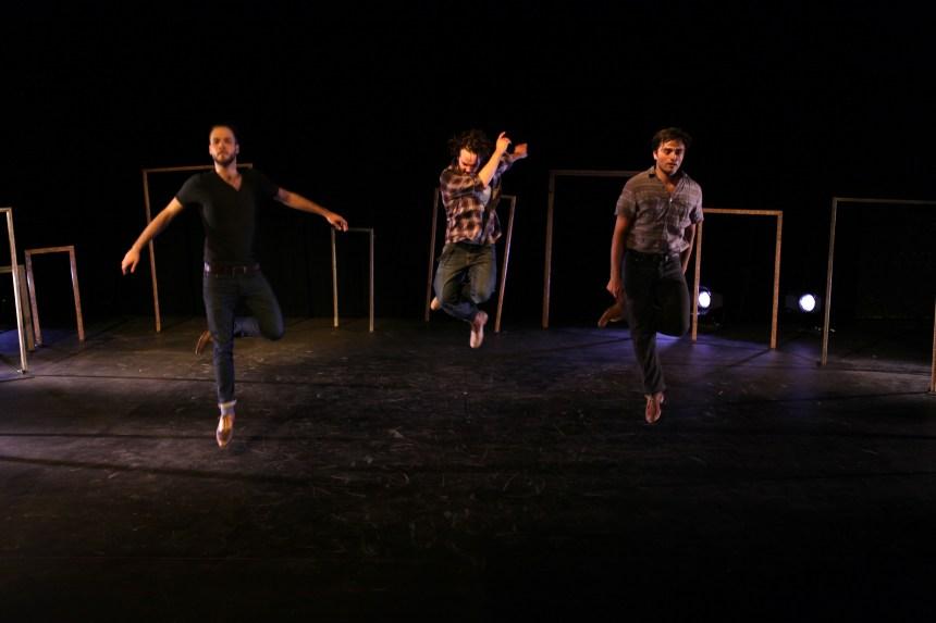 Le chemin des passes dangereuses: 3 frères dansent leur différence