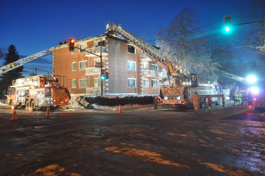 Des travaux de soudure mettent le feu à un immeuble