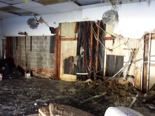Le feu avait notamment ravagé une école de danse.