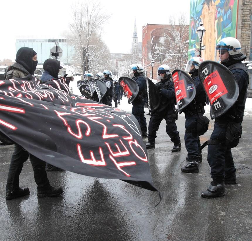 La manifestation contre la brutalité policière rapidement interrompue