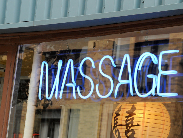 Salons de massage érotique à Saint-Laurent: le déclin d'un quartier chaud