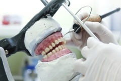 Expert en fabrication de prothèses et d'appareils dentaires