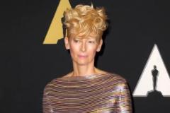 En vidéo: Tilda Swinton assume son physique androgyne