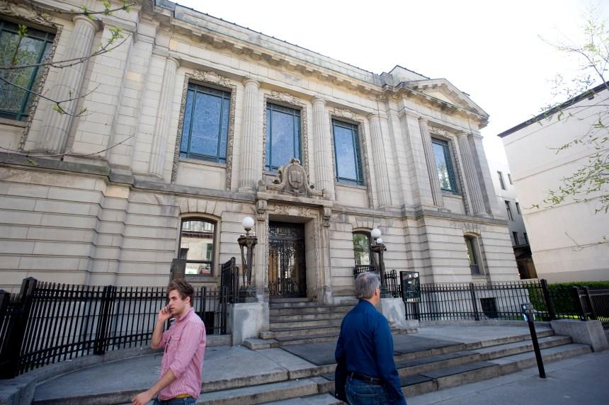 Vente de la bibliothèque Saint-Sulpice: Québec recule