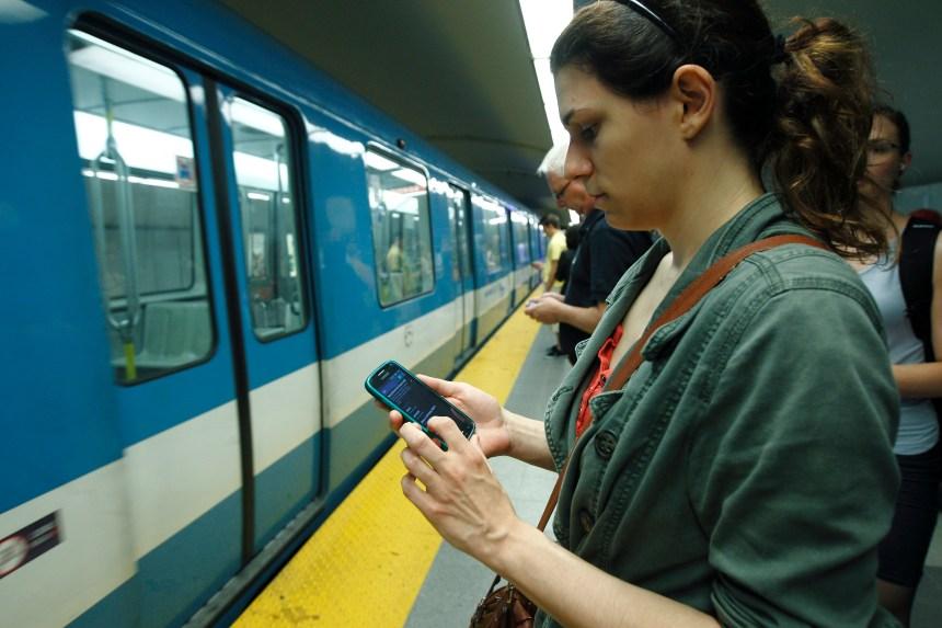 Trois nouvelles stations de la ligne orange branchées au réseau mobile