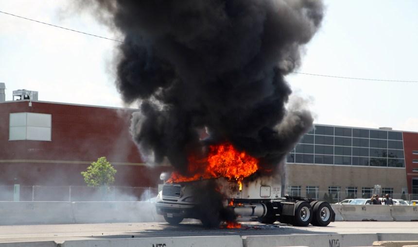 Un camion-remorque prend feu sur l'autoroute 40