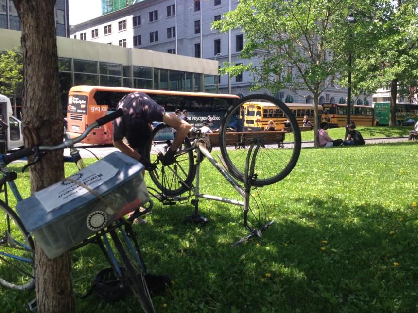 Un réparateur de vélos qui se déplace, on aime ça!