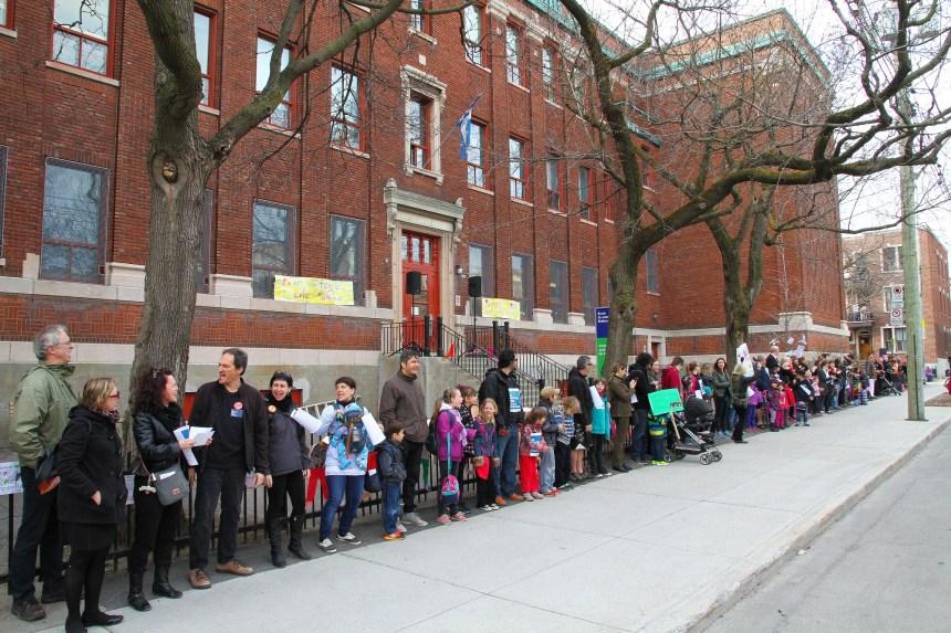 Le mouvement «Je protège mon école publique» s'étend au Québec