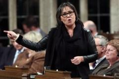 Climat: Harper continue de s'enfoncer