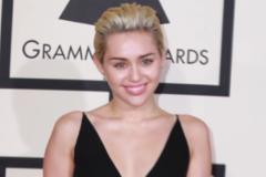 Miley Cyrus demande la fin de la chasse aux loups
