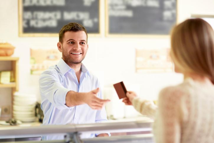 Les paiements en espèces sont moins fréquents