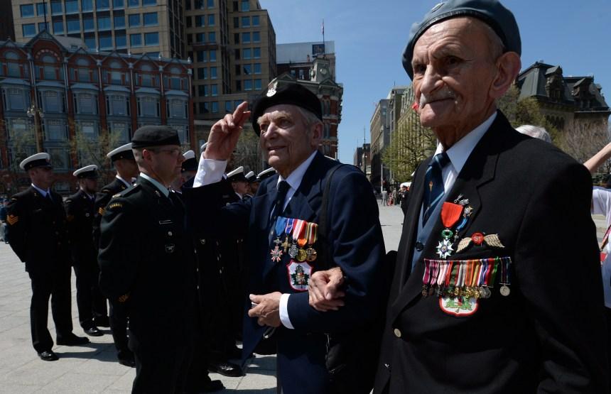 Deuxième Guerre mondiale: Des vétérans défilent pour souligner l'anniversaire