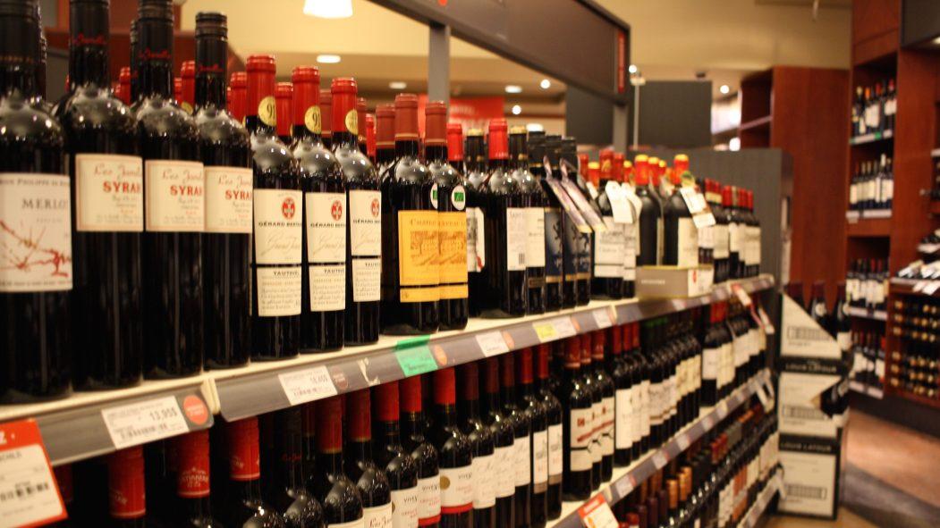 Des bouteilles de vin en verre
