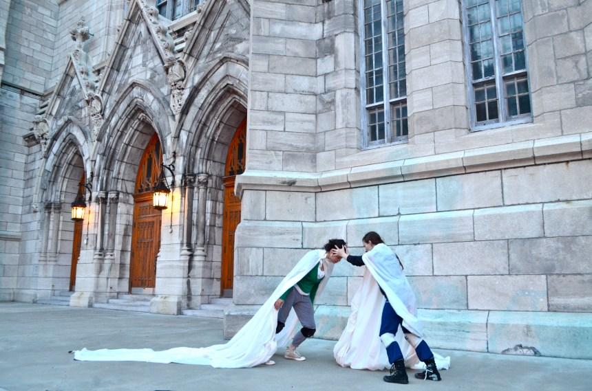 Une performance artistique sur le parvis de l'église Saint-Viateur