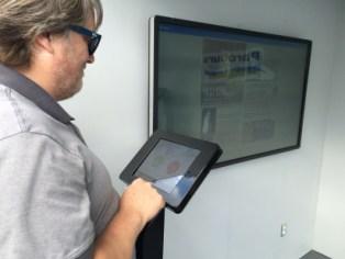 Un kiosque aménagé dans un conteneur offre la possibilité de donner des informations sur les points d'intérêts du parcours Gouin le long des berges, par le biais d'un écran tactile. Photo: Amine Esseghir / TC Media