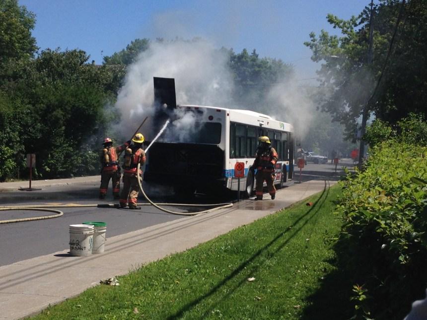 Un autre autobus de la STM en feu