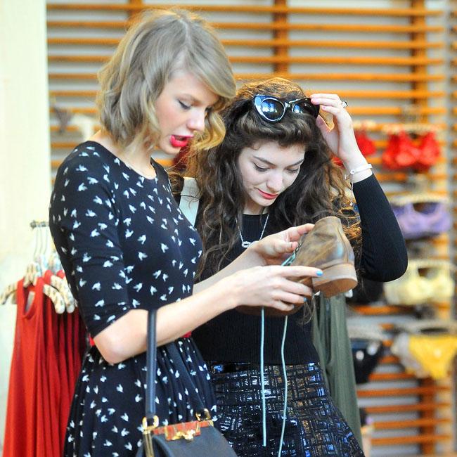 Lorde remercie Taylor Swift de lui avoir fait découvrir la solidarité féminine